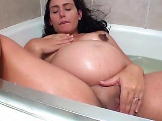 My Pregnant Girlfrined Susan Masturbates In Bath