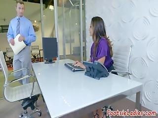 brunette, poitrine généreuse, sperme, pieds, pied, milf, office, oral, fétichisme