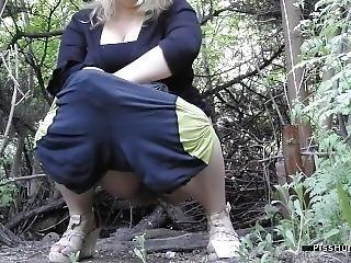 Outdoor Peeing Voyeure 1
