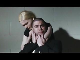 Abigail Breslin Puts A Man In Choke Hold