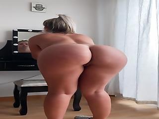Paola Skye Celeb Ass & Pussy