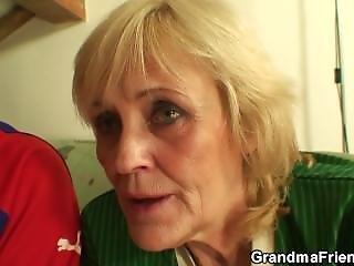 πατούσα, ποδόσφαιρο, γιαγιά, σκληρό, ώριμη, μεγάλος, πραγματικότητα, τριο