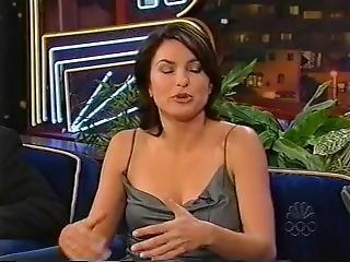 Mariska Hargitay - The Tonight Show With Jay Leno (17-09-1999)
