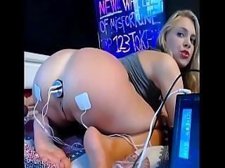 Super Hot Camgirl Fucks Her Holes On Webcam