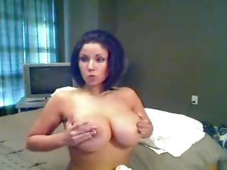 Amatør, Store Pupper, Pupp, Brunette, Strip Tease, Erting, Webcam