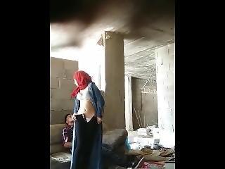 محجبة مغربية تخون زوجها مع شاب في عمارة مهجورة