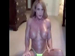 Mature Muscle Minx