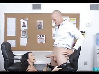 Security Girl Finds A Cock To Suck