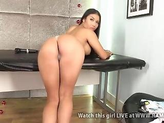 Camgirl Nicole Snow Showing Off Her Huge Booty