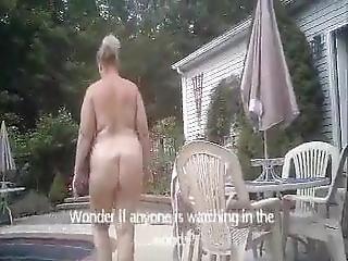 nackt hinterhof nackt frau muschi