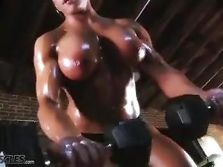 fetish, topless, trainen, werkplaats