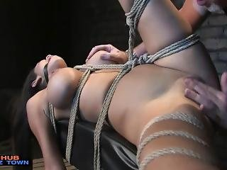 chick, bdsm, dikke tiet, bondage, ejaculatie, fetish, natureel, naturele tieten, ruw, sex, slet