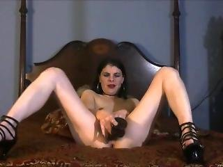 Sexy Brunette Milf Wants Your Cum Deep Inside Her Pussy Until She Squirts