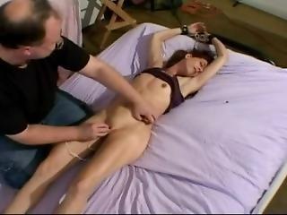 amateur, bondage, brunette, sperme, éjaculation, fétiche, branlette, orgasme, fine, petits seins, Ados, chatouille