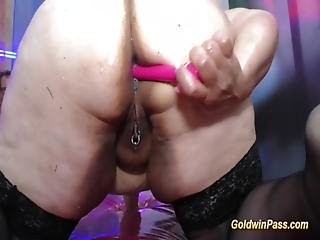 Bbw Oiled Double Dildo