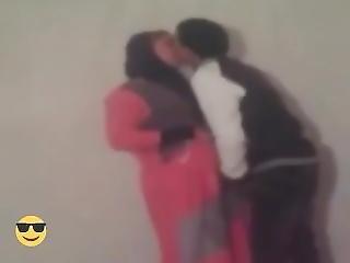Arab Hijab Mom Have Fun With 18 Yrs Guy !