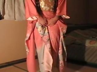 Pissing Kimono Furisode