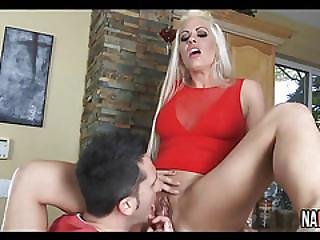 Sexy Mom Stretched Holly Heart