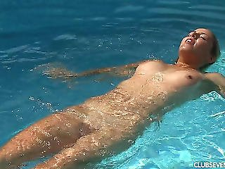 Blond Goes Slender Dipping And Plays With Her Bald Snatch