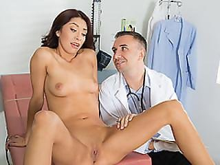 Hot Sexy Virgin Babe Kara Gets Her Pussy Banged