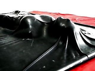 Latex Vacbed Girl
