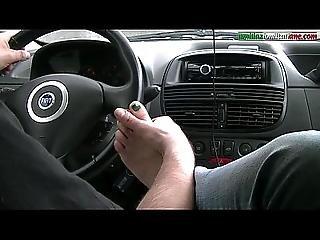 amatorski, samochód, domina, femdom, fetysz, stopa, pieszczoty stopą, poniżenie, włoszka, lizanie, niewolnica, kult