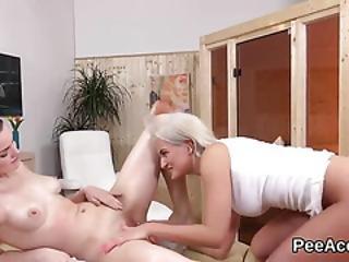 Fetish, Lesbica, Massaggio, Orale, Piscio, Pisciata, Sesso, Speculum, Schizzo