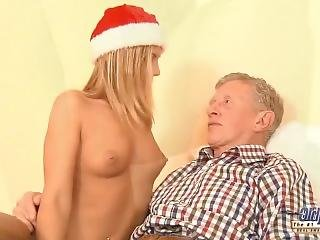 Nympho Teen Wants Sex From Grandpa On Christmas Day She Gets Pussy Fucked