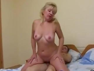 A Young Guy Fucked A Mature Blonde And Finished On Her Face