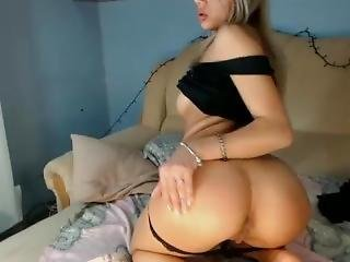 Camshow Model Hannams Teasing The Crowd