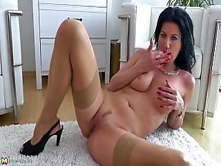 Black Haired Milf Masturbating In Stockings