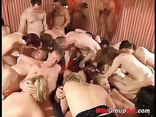 素人, 肛門の, ぶっかけ, ディープスロート, フェイシャル, ゲーゲーする, 乱交, ドイツ人, グループセックス, パーティー, セックス, 飲み込む, 野生の