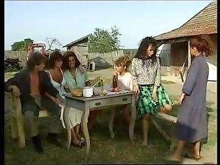 I Giochi Anali Delle Porno Sorelline (1997)