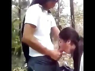 Chica De Prepa Se Va Al Bosque A Mamar Verga