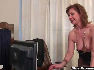 American Milf Tracy From Sexdatemilf.com Works Her Nyloned Pussy