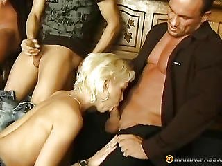bonasse, blonde, pipe, bite, nique, branlette, chatte, serveuse