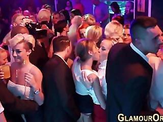 Broche, Noiva, Elegante, Caralho, Gangbang, Glamour, Interracial, Oral, Orgia, Festa, Público, Foda A Três