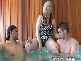 Trio En Jacuzzi.Jacuzzi Sex Videos Dailybasis Sex Tube