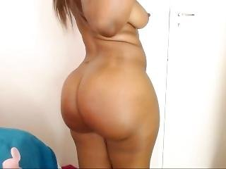 African Babe With Sweet Body To Satisfy U All The Way