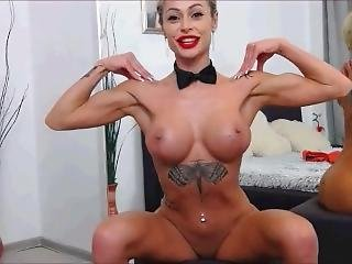 Gorgeous Gym Girl Flex And Pose