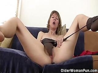 American Milf Zoe Puts Her Massager To Work