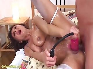 anal, avsugning, brunett, cumshot, knullar, missionären, mamma, pumpad, rakad, spinking, leksaker