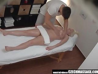 Blonde, Poitrine Généreuse, Tchèque, Hardcore, Massage