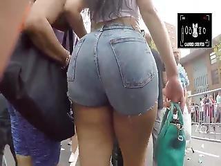 Culona Rica En Mini Short