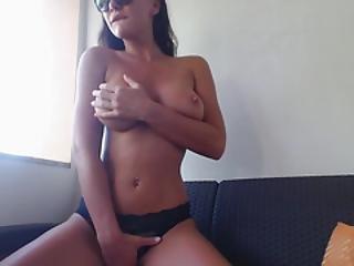 amateur, Americano, babe, tetas grandes, teta grande, teta, consolador, masturbación, publico, sexy, solo, bronceado, camara del internet