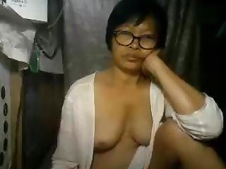 Filipina Mom With Big Boobs On Cam