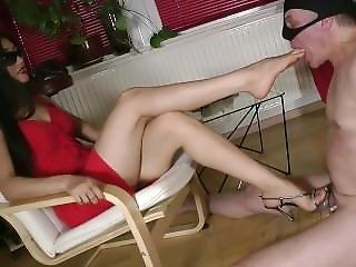 Leyla Femdom Feet????