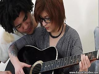 Hermosa Teen Nerd Cogida Por Su Maestro De Guitarra Brasileno.
