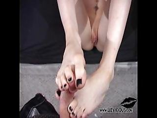 Liz Vicious Footjob Fun