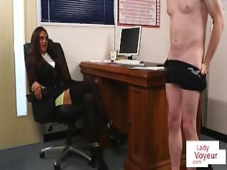 brittiläinen, brunetti, femdom, fetissi, runkkaaminen, milf, toimisto, pitkät sukat, tirkistelijä